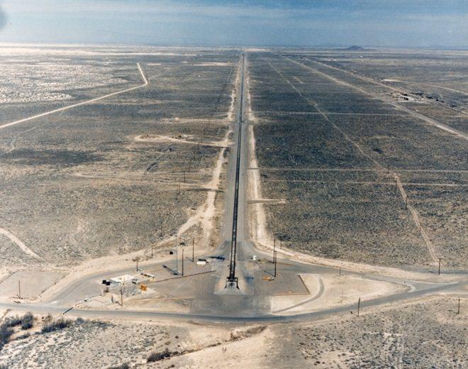 霍洛曼空軍基地(Holloman Air Force Base)的高速測試軌道。...