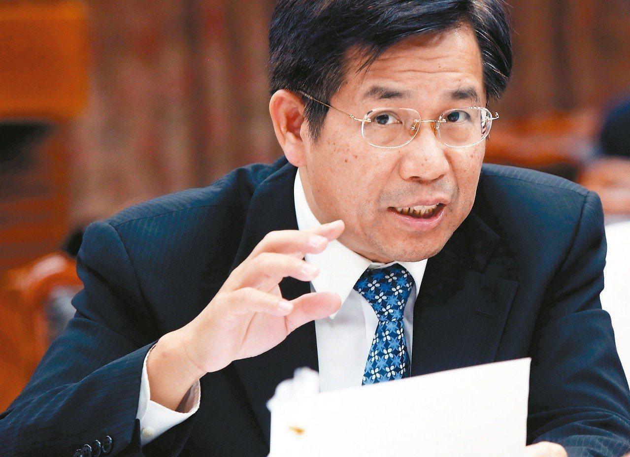 教育部長潘文忠今天宣布,行政院8月已核定增加員額預算,擴編教育部員額共100名,...