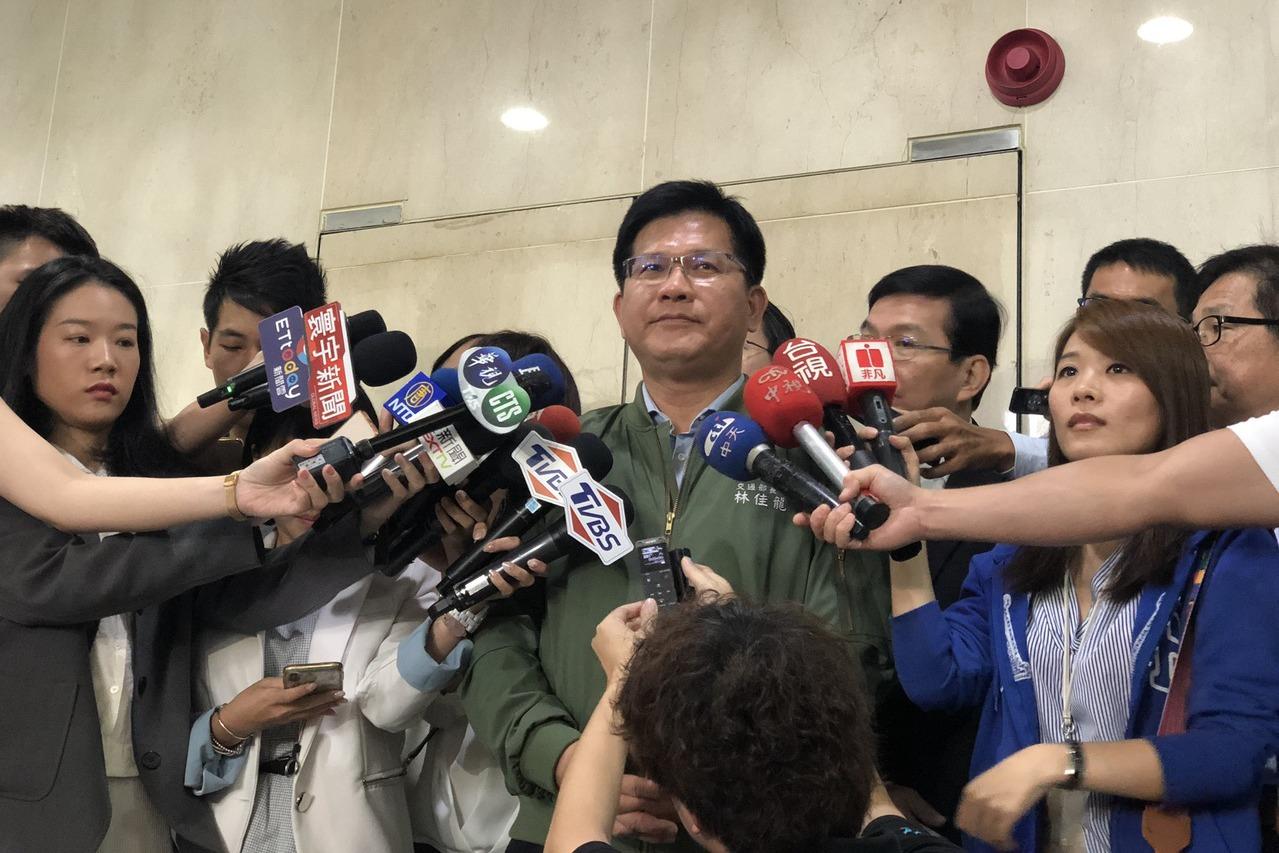 交通部長林佳龍說,未來台灣的鐵路環島一周六小時,真正實現一日生活圈。記者楊文琪/...