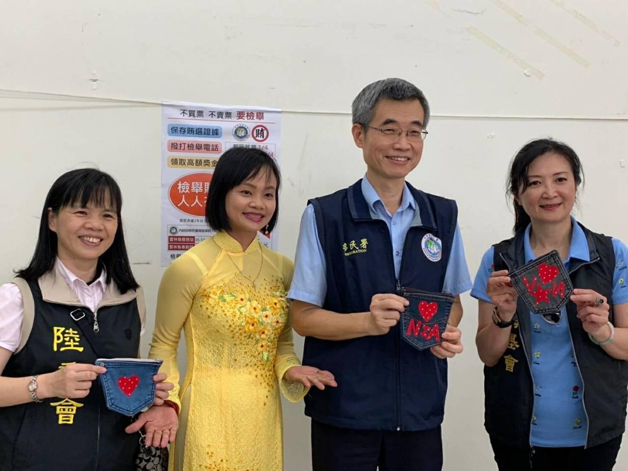移民署副署長梁國輝(右二)等人今天到雲林訪視與關懷新住民。圖/移民署提供