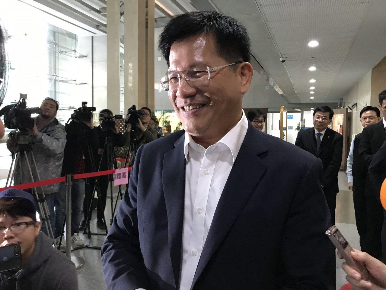 交通部長林佳龍昨日突然決定要給Uber合法化延長緩衝期,他說,「給每個人都有路走...
