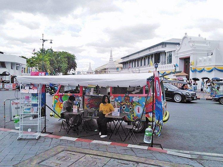 9月份「泰國觀光局移動式旅遊諮詢服務車」將停靠札都甲週末市場和臥佛寺。圖/泰國觀...