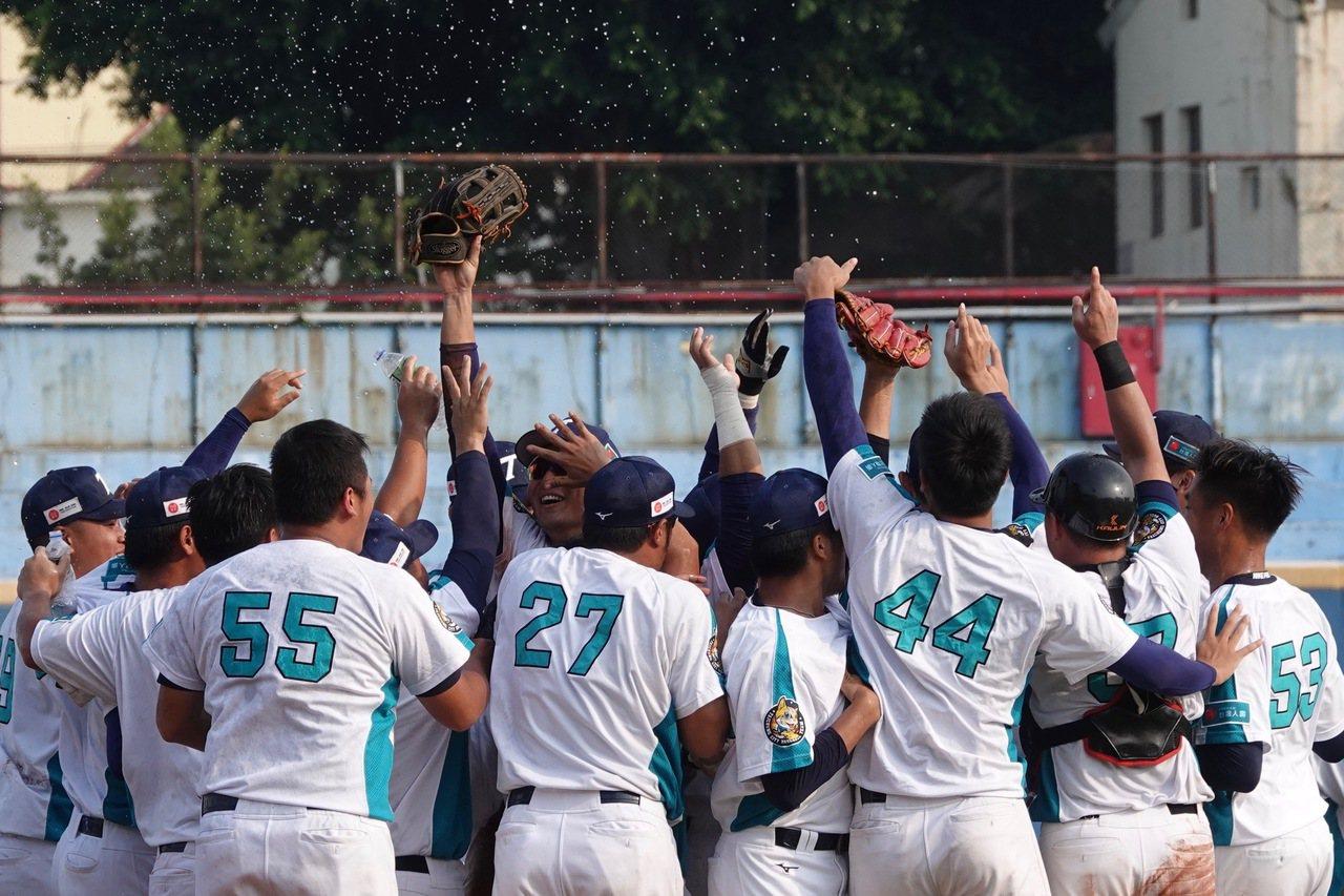 108年協會盃全國成棒賽冠軍戰,台中台壽保隊以5:4擊敗新北市隊,拿下隊史首冠。...