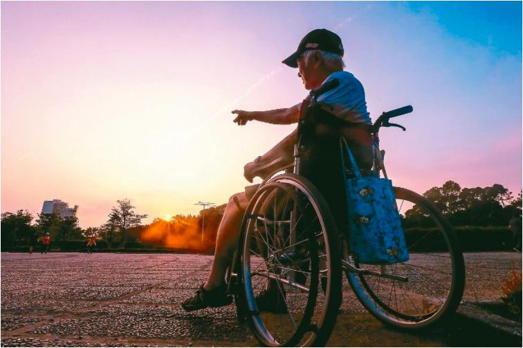 內政部今天公布「107年簡易生命表」,平均壽命以台北市83.6歲最高,台東縣75...