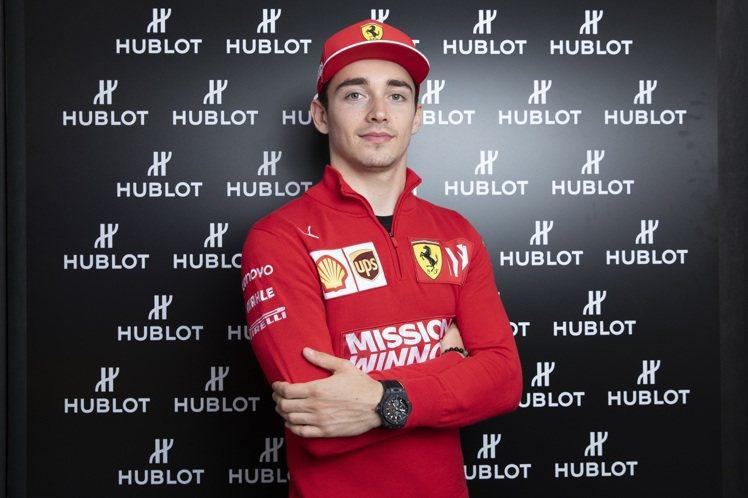 F1賽車手Charles Leclerc今年五月出席品牌在摩洛哥新店開幕活動,表...
