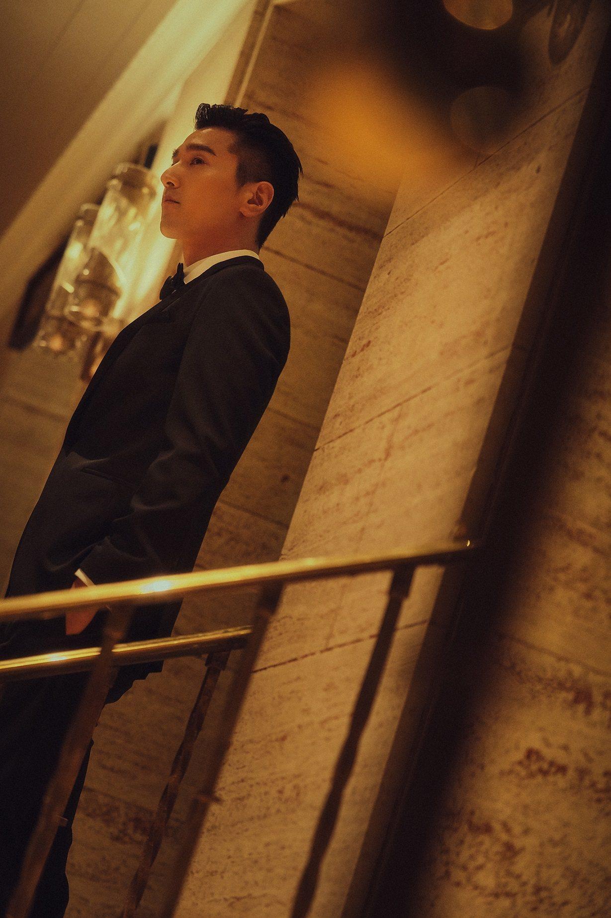 趙又廷穿著BOSS 2020早春系列單排扣黑色禮服現身多倫多電影節。圖/BOSS...