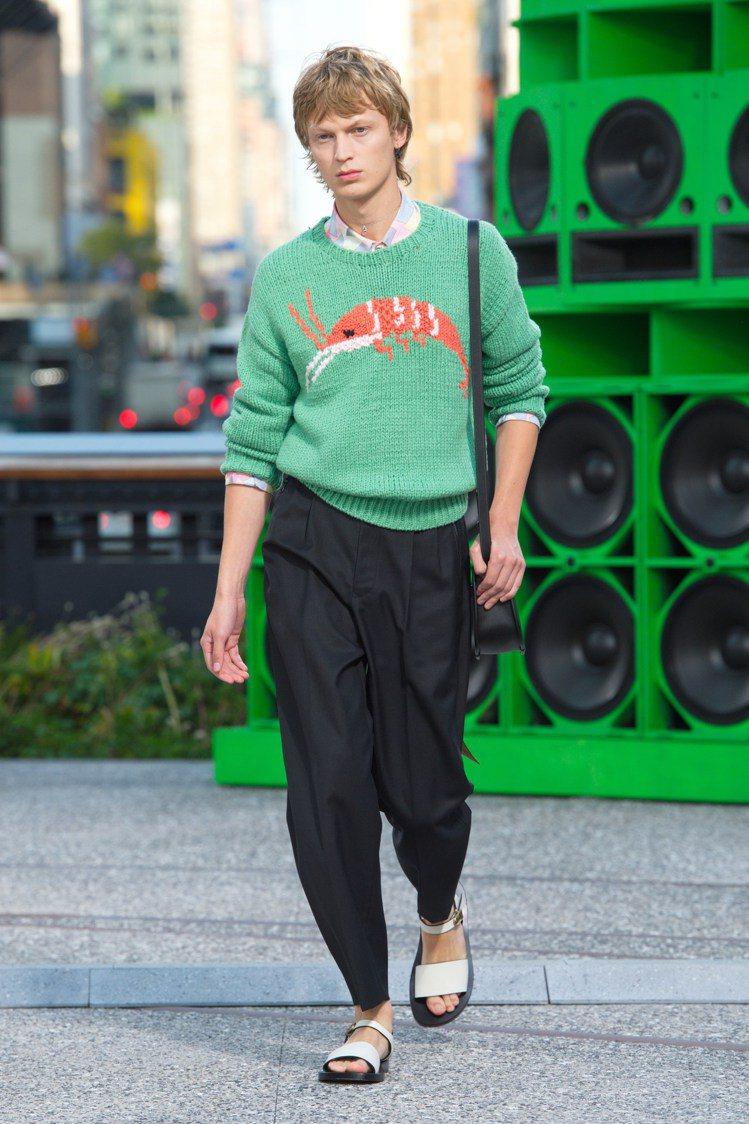 顏色別緻的針織毛衣仍然是COACH的實穿款式。圖/COACH提供