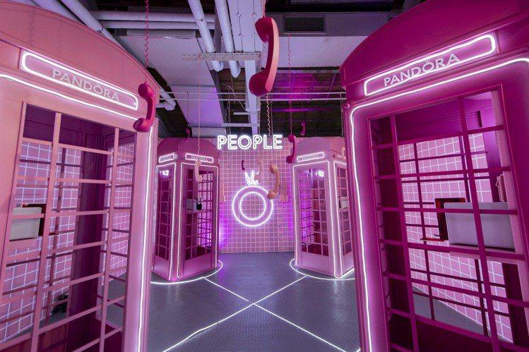 「示愛電話亭」,鼓勵大家說出愛。圖/PANDORA提供