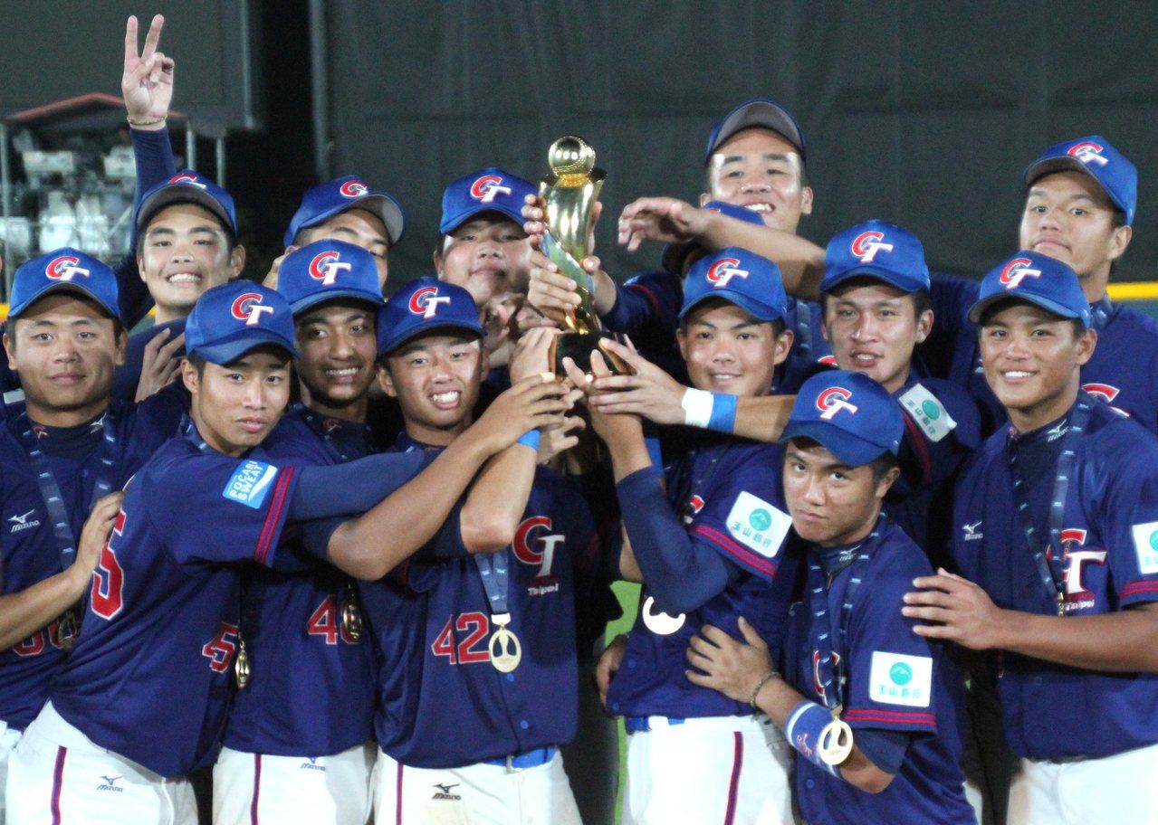 中華隊奪下U18冠軍。記者葉姵妤/攝影