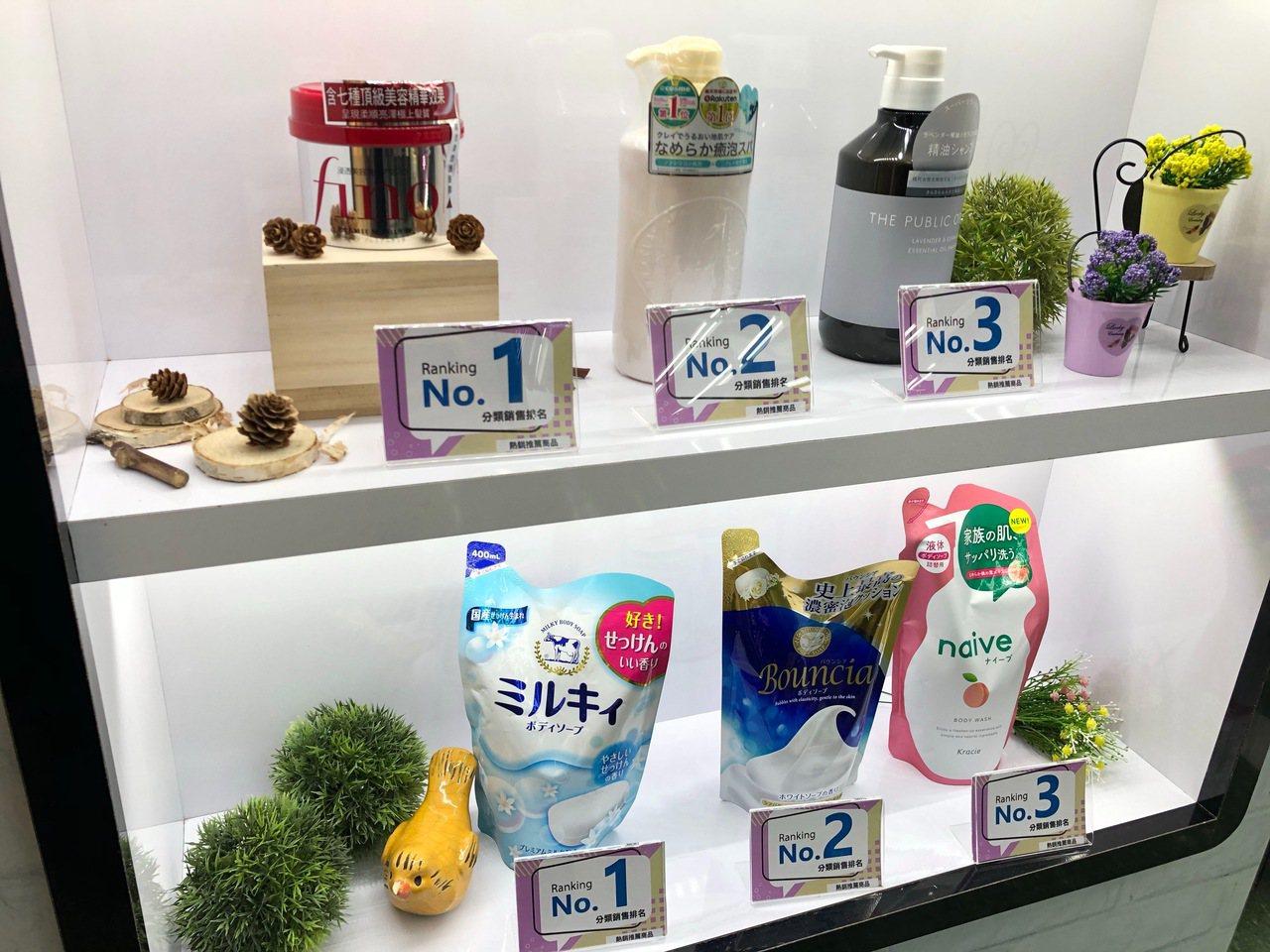 Tomod's台北ATT 4 FUN門市設置銷售排行專區,同步日本門市銷售排行,...
