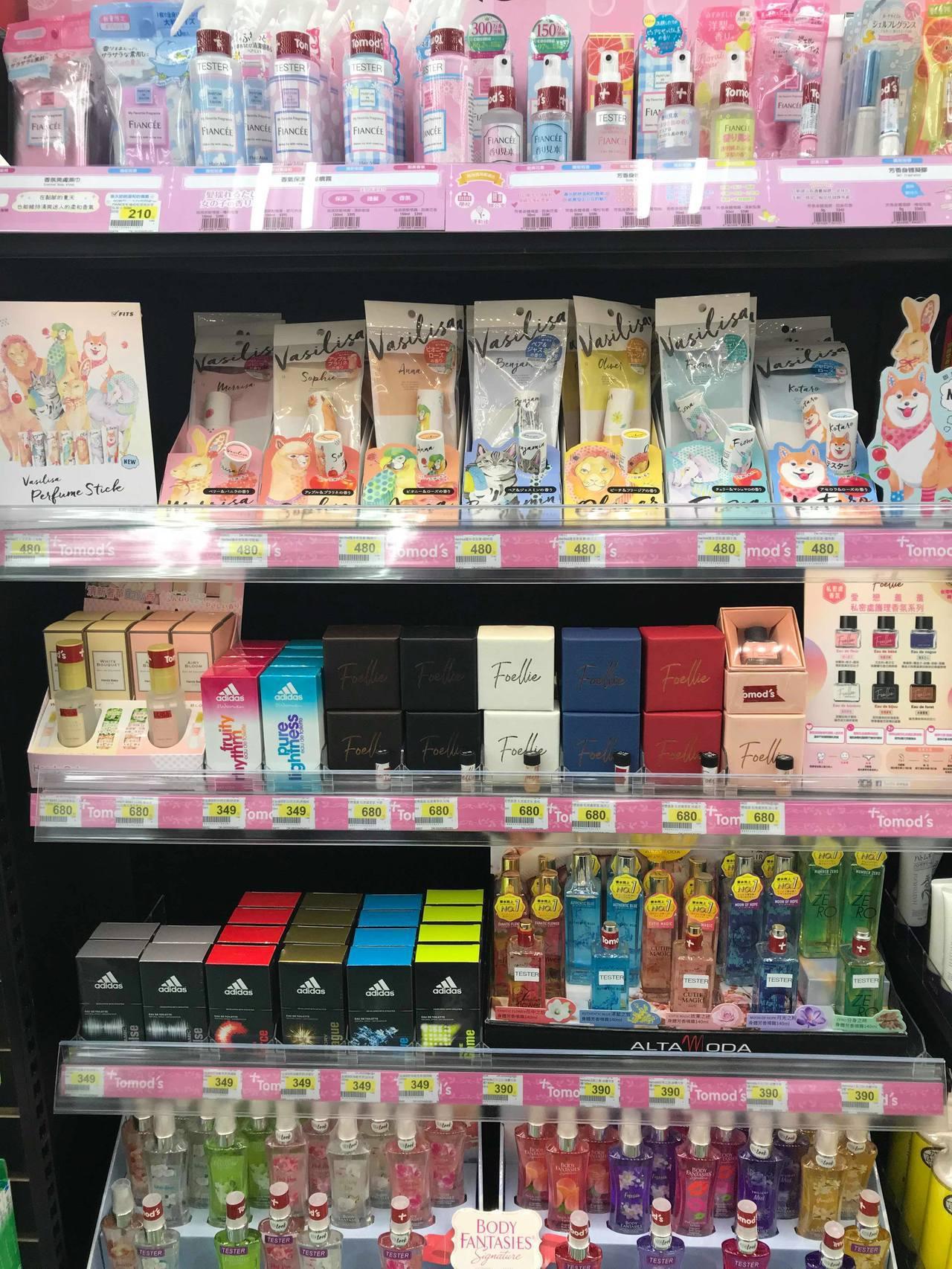 Tomod's台北ATT 4 FUN門市規畫了香氛櫃位,精選多款日韓話題熱銷香膏...
