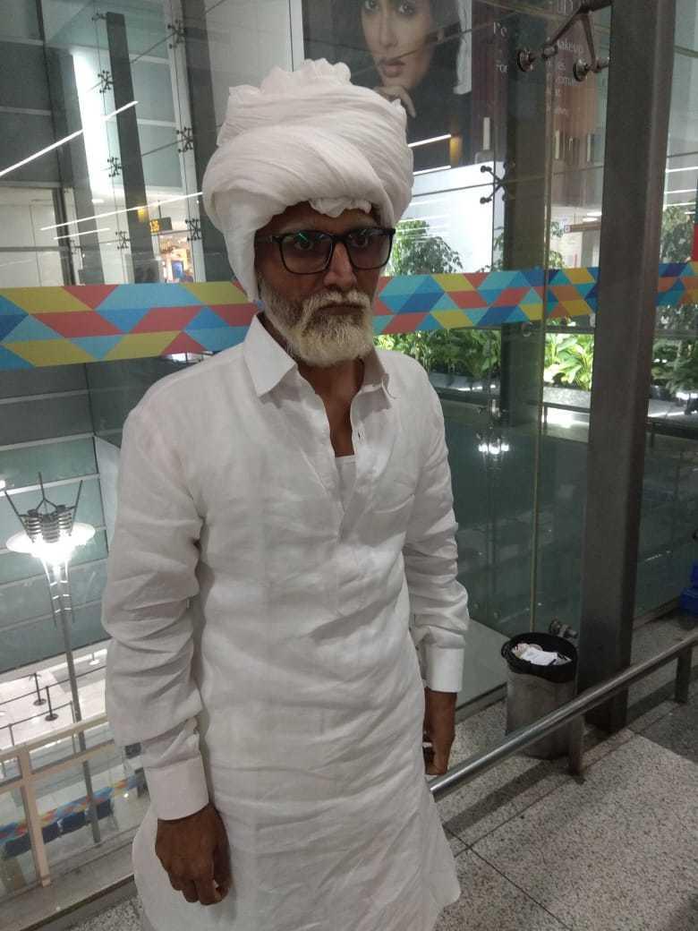 32歲印度男子帕特爾喬裝成81歲老翁,但被識破。(取自DNA India)