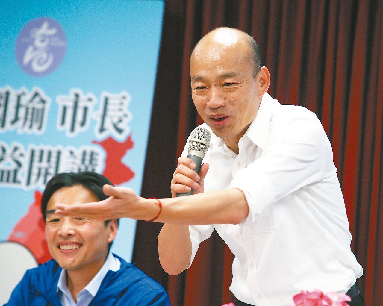高雄市長韓國瑜表示,自己的民調跟蔡英文總統民調非常非常接近。 記者劉學聖/攝影