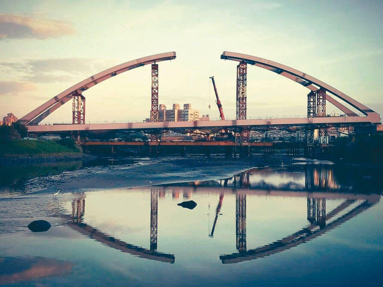 鋼拱橋好美!淡海輕軌藍海線 首期年底完工