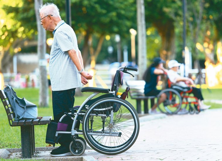 國人平均壽命八○.七歲,台北人比台東人多活七.八歲。 記者杜建重/攝影