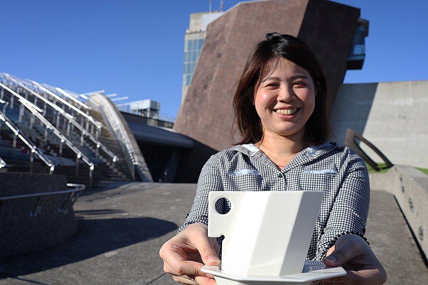 十三行博物館推出全新文創商品「十三行建築杯」,獨特的立體傾斜八角形設計詢問度破表...