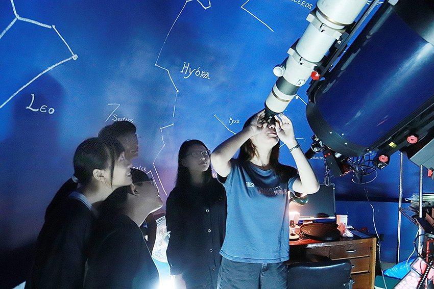 中原大學敦親睦鄰,中秋節當晚將開放天文台,歡迎民眾前往賞月,度過難忘的中秋佳節。...