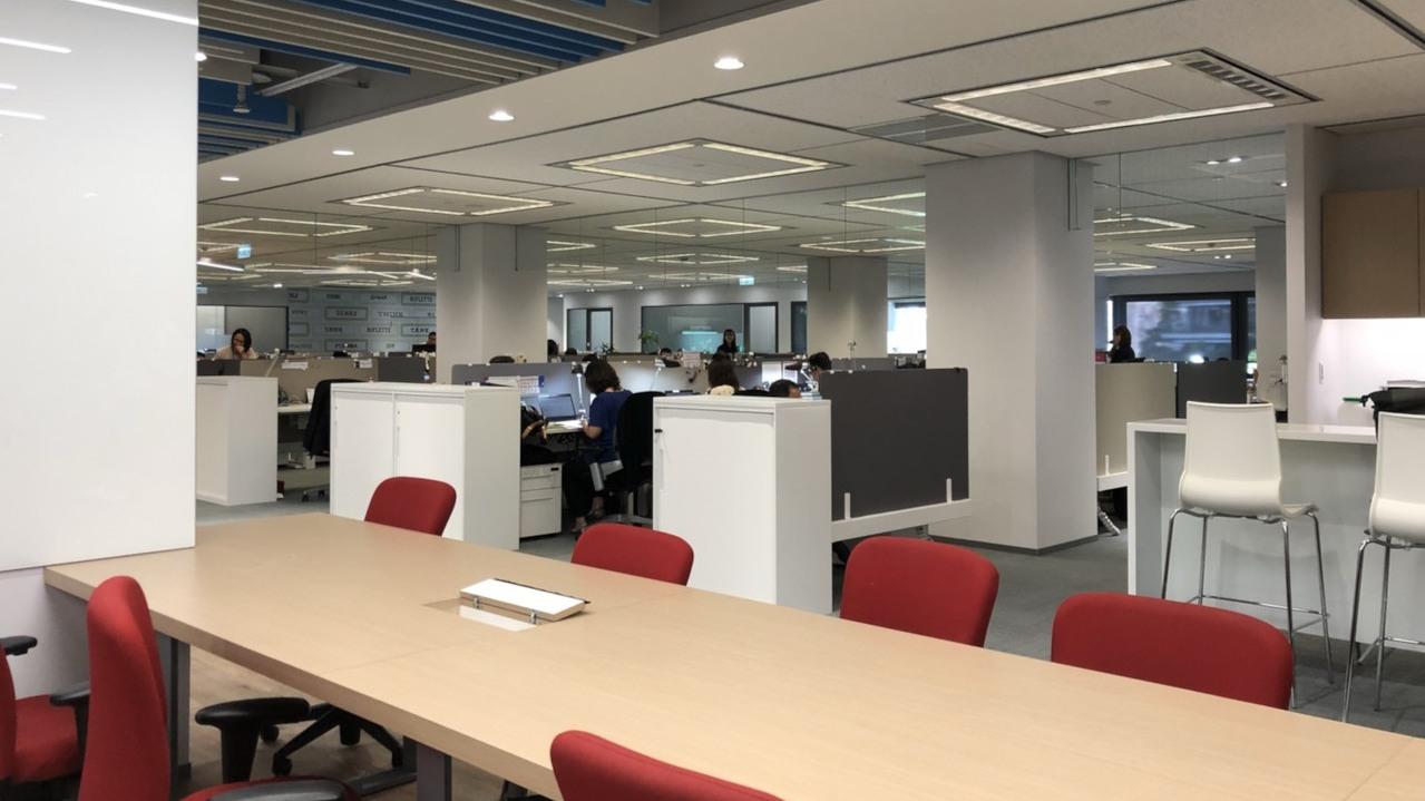 IBM讓每個員工配有骨科醫師推薦的豪華辦公椅,號稱坐在上面12個小時也不會腰酸。...