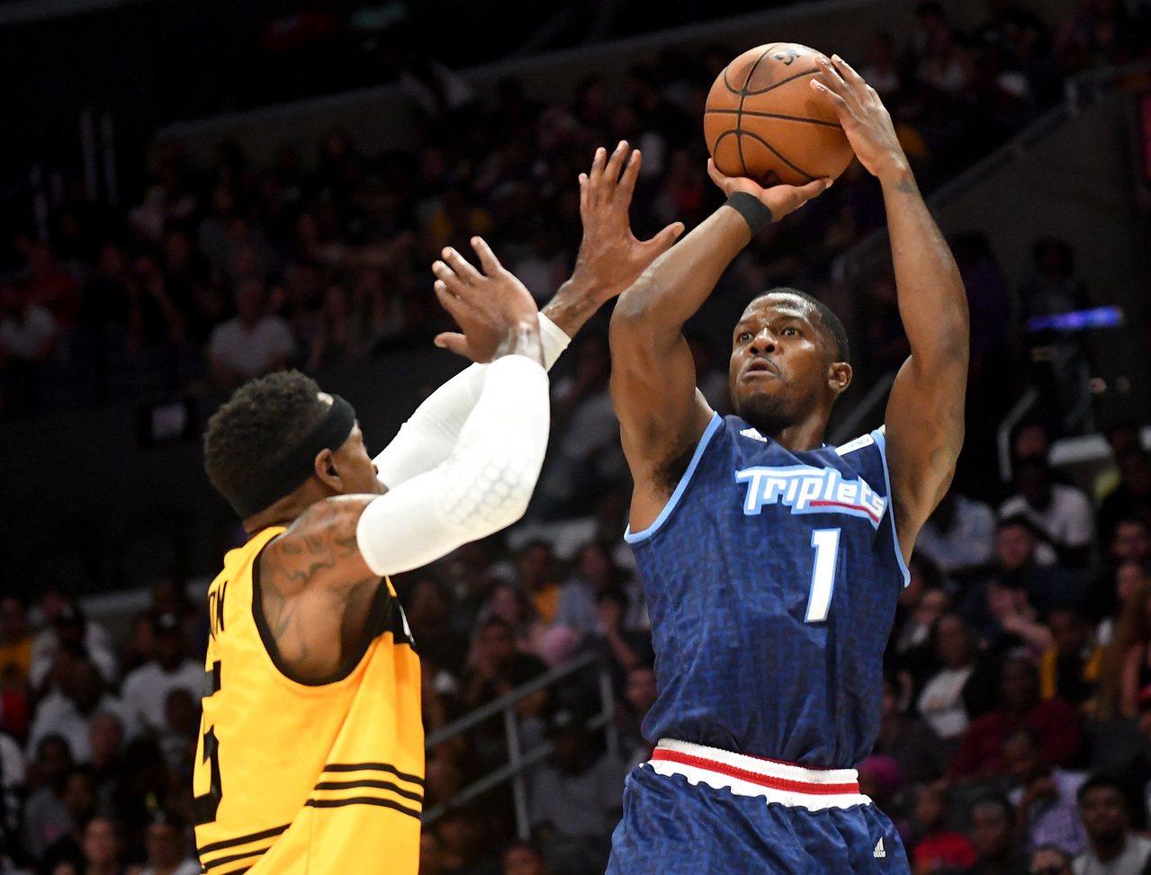 喬強森(右)有機會重返NBA。 路透