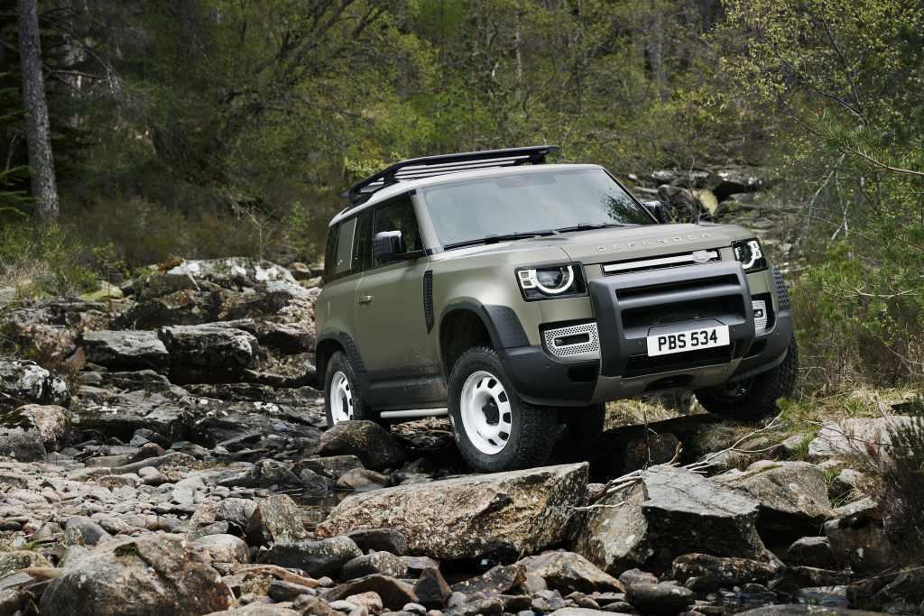 全新世代Defender車系具備90與110兩款軸距車型。 圖/Land Rov...