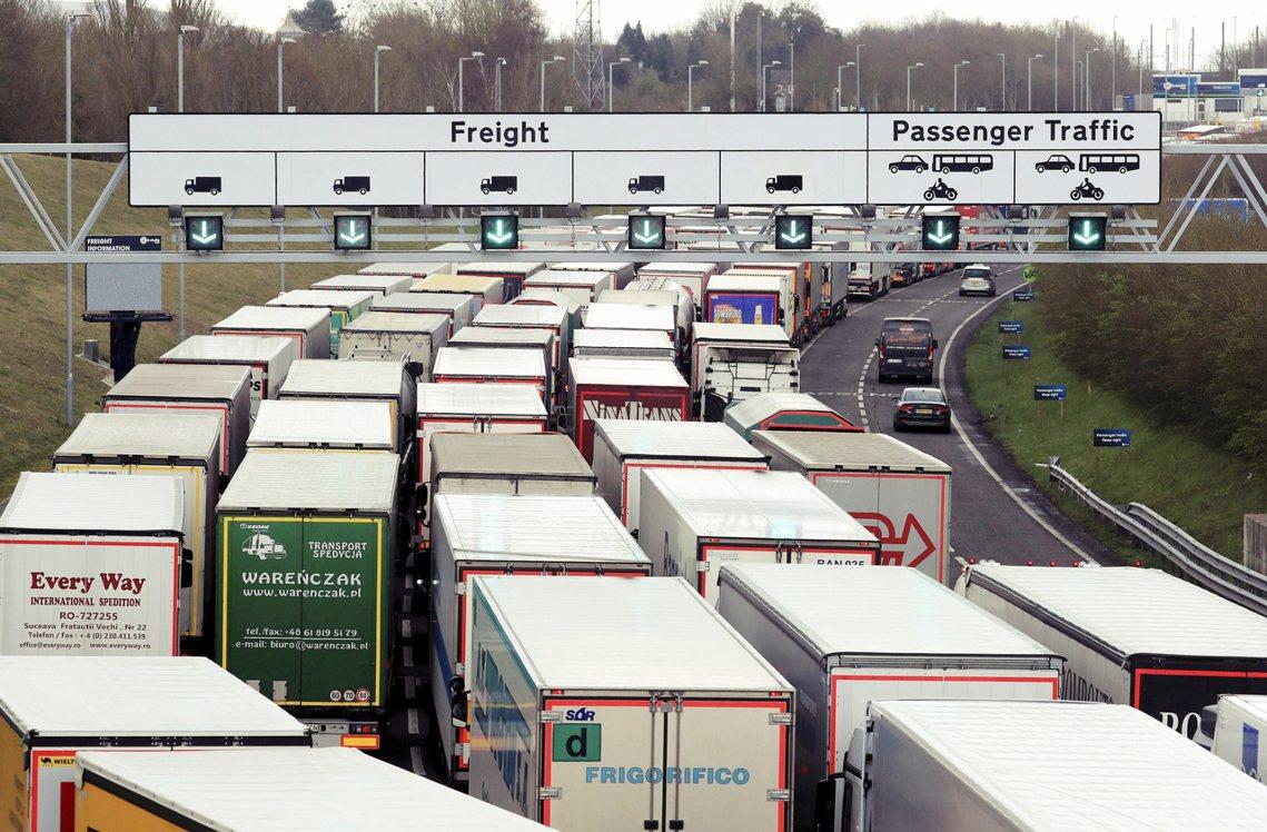 「英國之於歐洲大陸的交通——特別是多佛-加萊之間的英法海底公路——將首當其衝,因...