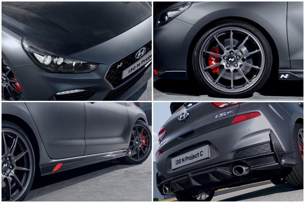 Hyundai i30 N Project C搭上了大量的碳纖維套件以減輕車重。...