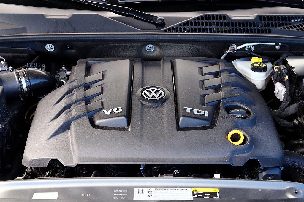 福斯商旅Amarok這具3.0L V6 TDI渦輪柴油引擎,可提供最大馬力258...