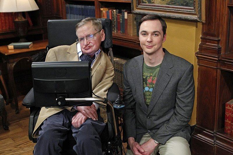 著名天文學家史霍金可以說是影集中的常客。 圖/IMDb