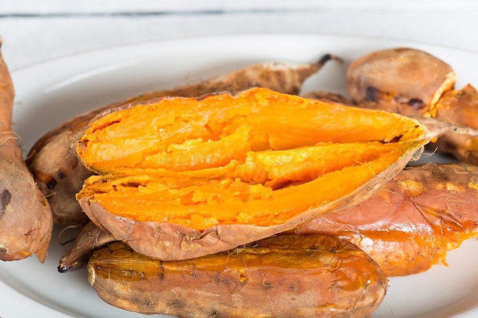 有網友對超商蕃薯的乾淨程度是否能連皮一起吃感到疑惑。圖片來源/ingimage