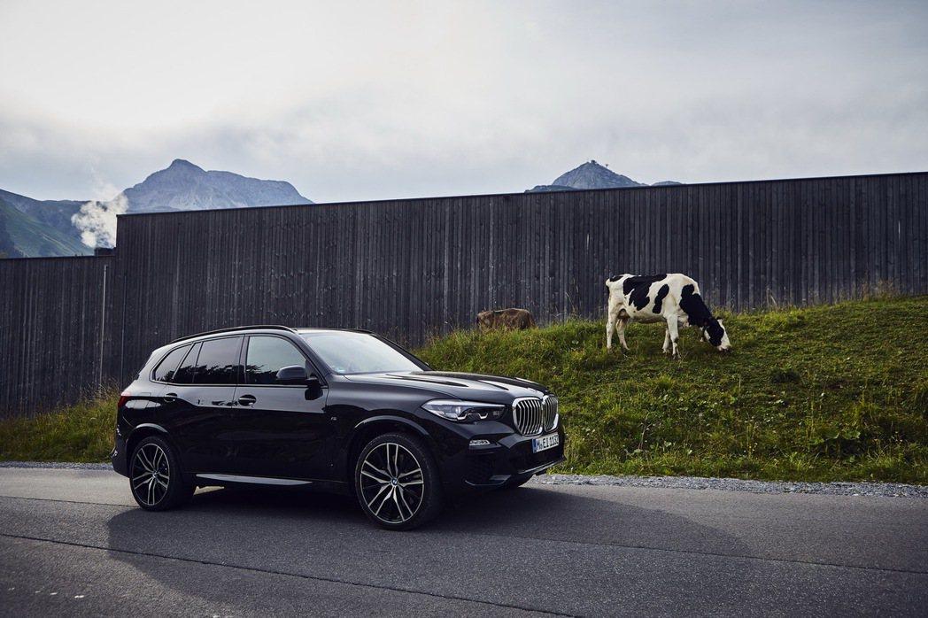 BMW X5 xDrive45e是第四代X5的複合式動力版本車型。 摘自BMW
