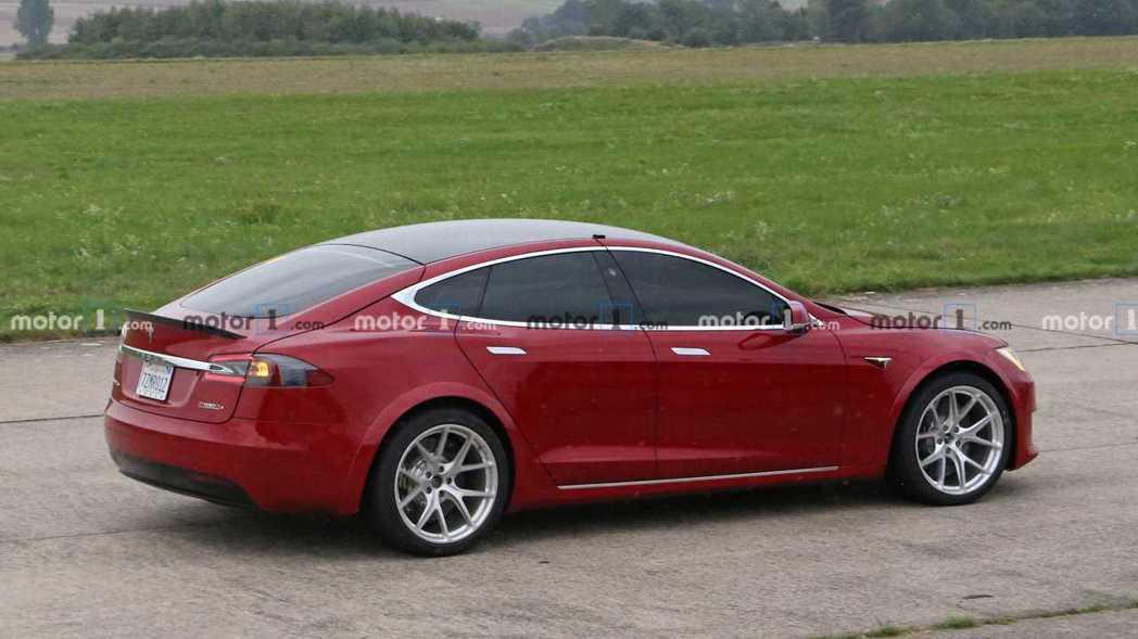 Model S P100D+。 摘自Motor1