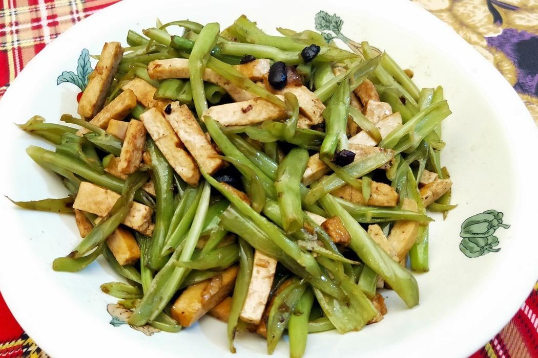 食譜/空心菜「梗」炒豆干,爽脆可口簡單又不浪費