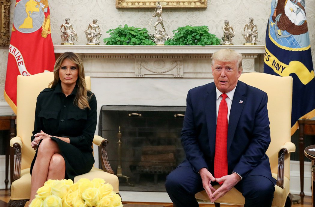 美國政府要禁止加味電子煙,圖為美國總統川普(右)和第一夫人梅蘭妮亞。路透