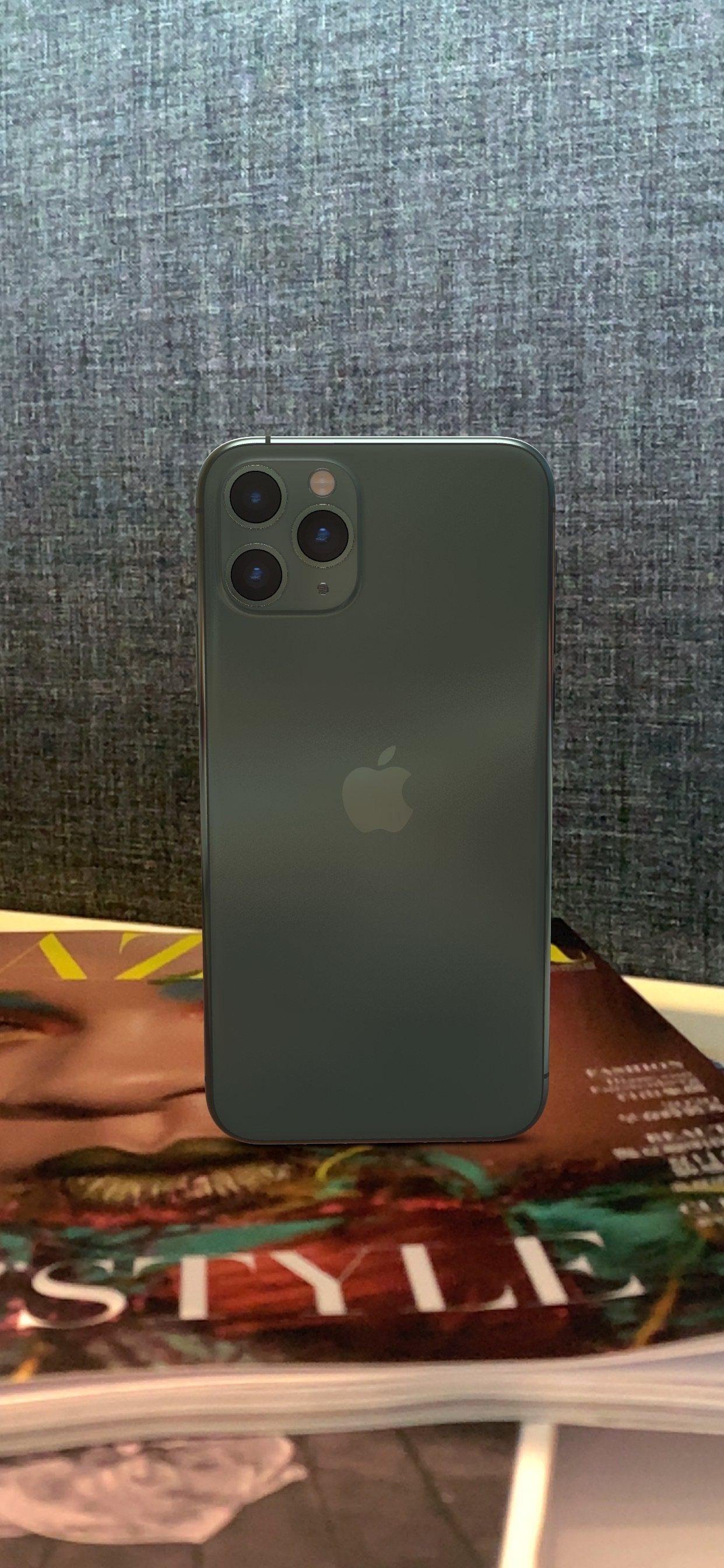 社群網路上掀起曬夜幕綠iPhone 11 Pro新機的潮流。記者黃筱晴/攝影