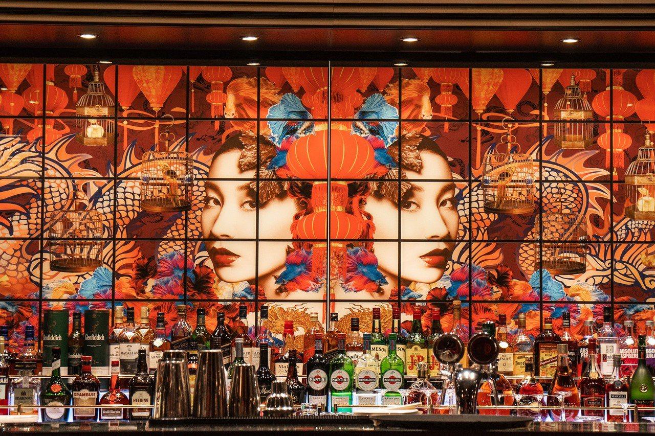 世界夢號設有頂級中餐廳「絲路花舞」,由馬來西亞籍主廚坐鎮,將中華料理精髓完美呈現...