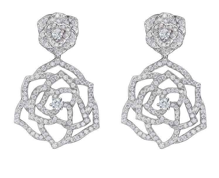 PIAGET Rose系列18K白金鏤空玫瑰鑲鑽耳環,61萬元。圖/伯爵提供