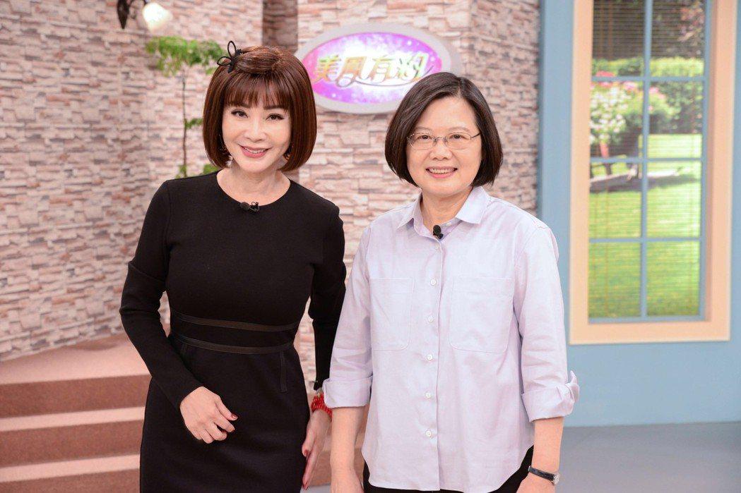 總統蔡英文(右)上「美鳳有約」圖/民視提供