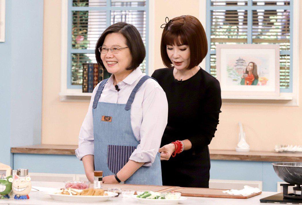 總統蔡英文(左)上「美鳳有約」圖/民視提供