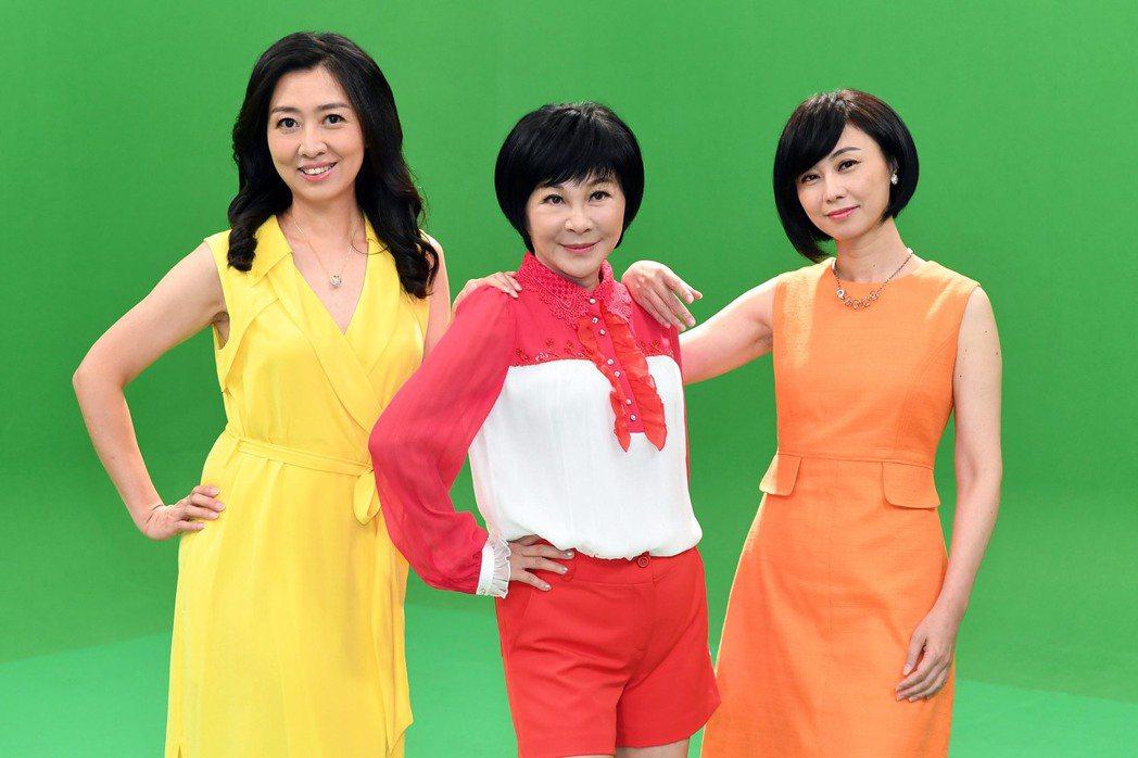 吳淡如(中)、鄧惠文(左)、賴芳玉一同組成「婦仇者聯盟」,暢銷作家、心理學家、律