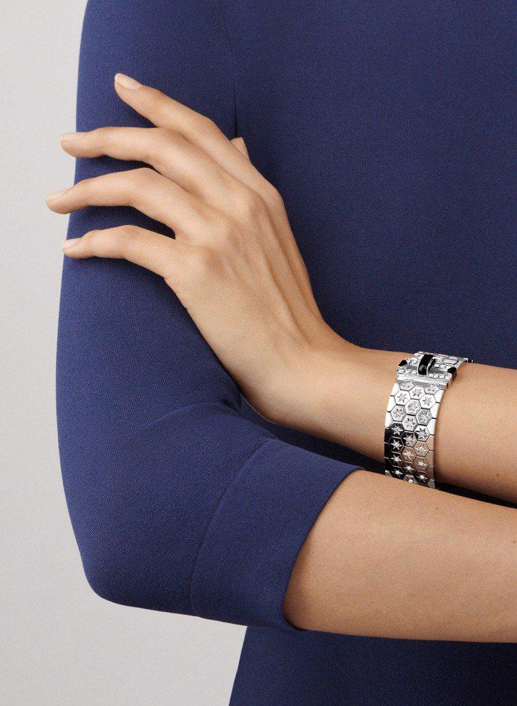 梵克雅寶Ludo手鐲,白K金鑲嵌縞瑪瑙、鑽石,205萬元。圖/梵克雅寶提供