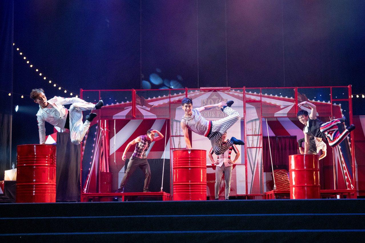 「FOCA福爾摩沙馬戲團」擁有雜耍、街舞、特技、武術、戲劇等各表演領域的演出者,...