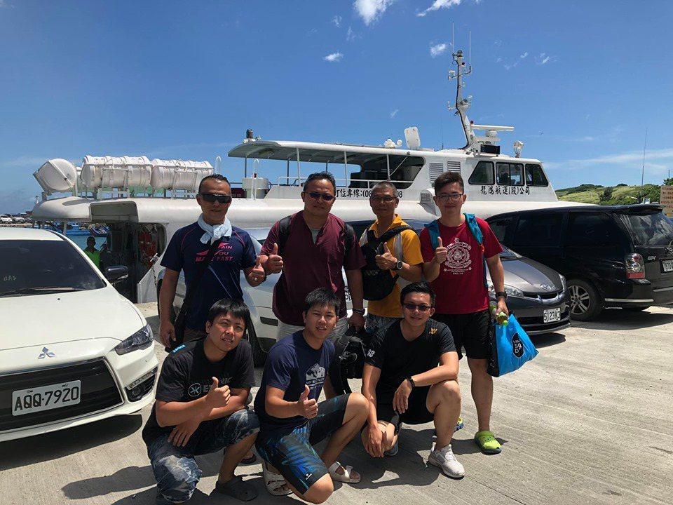 4名潛水客在墾丁海域遭洋流沖走,幸運遇到7名休假潛水的外縣市消防及義消人員。記者...