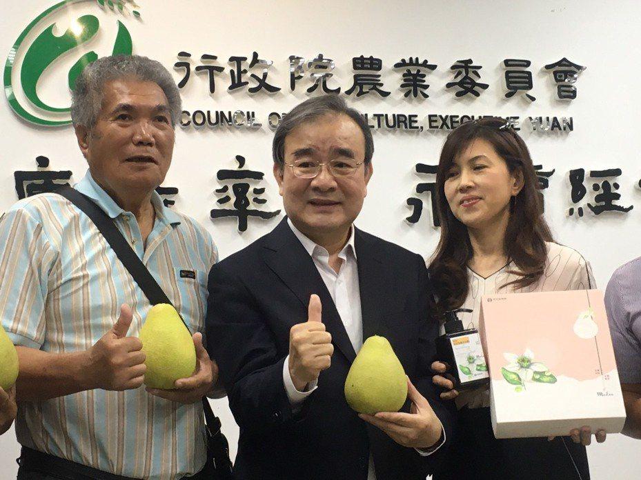 農糧署長胡忠一(中)。記者吳姿賢/攝影