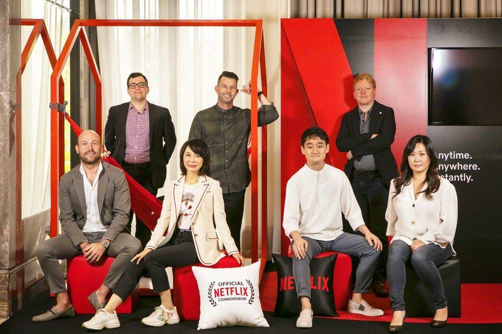 偶像劇教母柴智屏(前排左二)參加第14屆亞洲電視劇大會,分享「流星花園」成功經驗