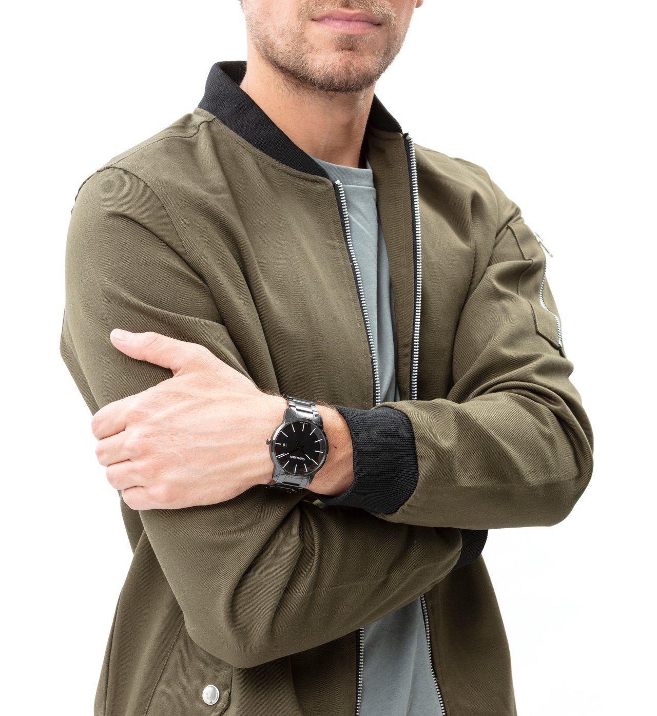 CK腕表首飾推出新品,從city都會系列推出全新經典延伸款,約10,100元。圖...
