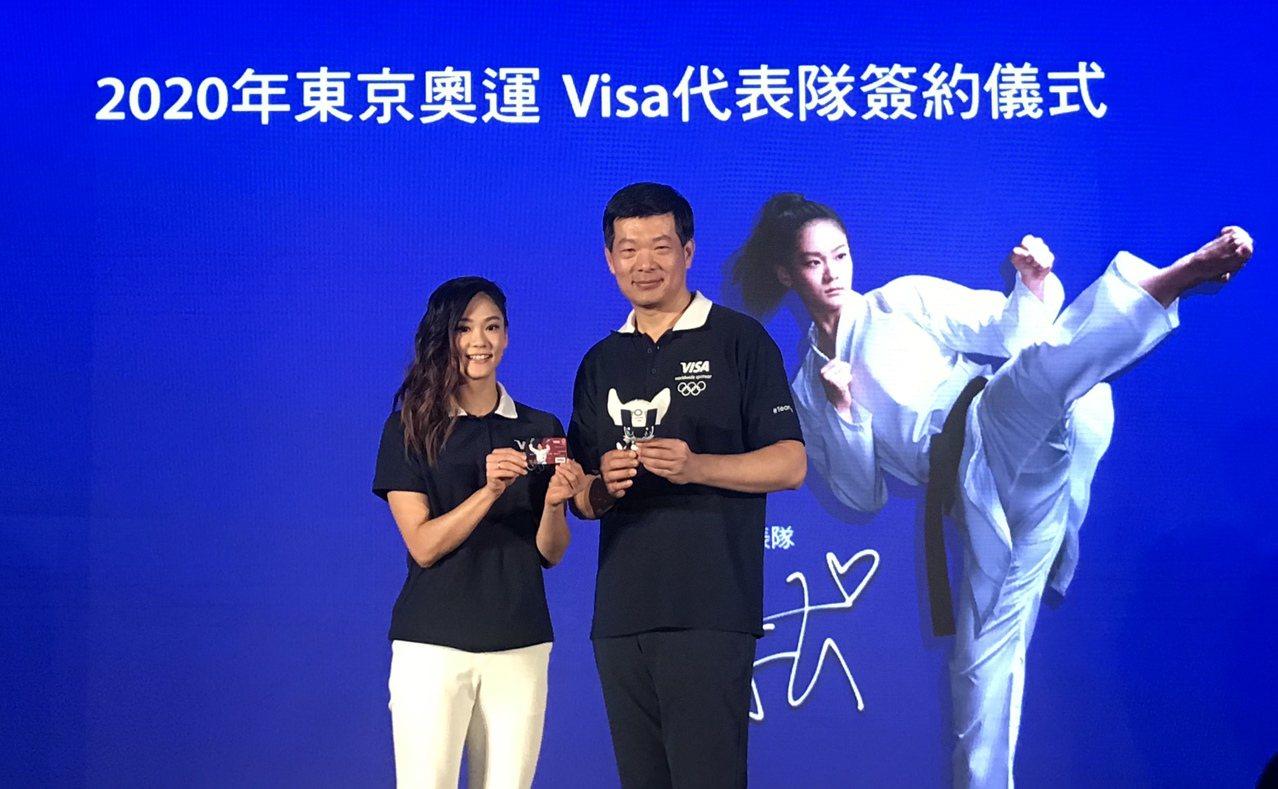 空手道小清新文姿云(左)獲得Visa贊助備戰東京奧運。記者劉肇育/攝影