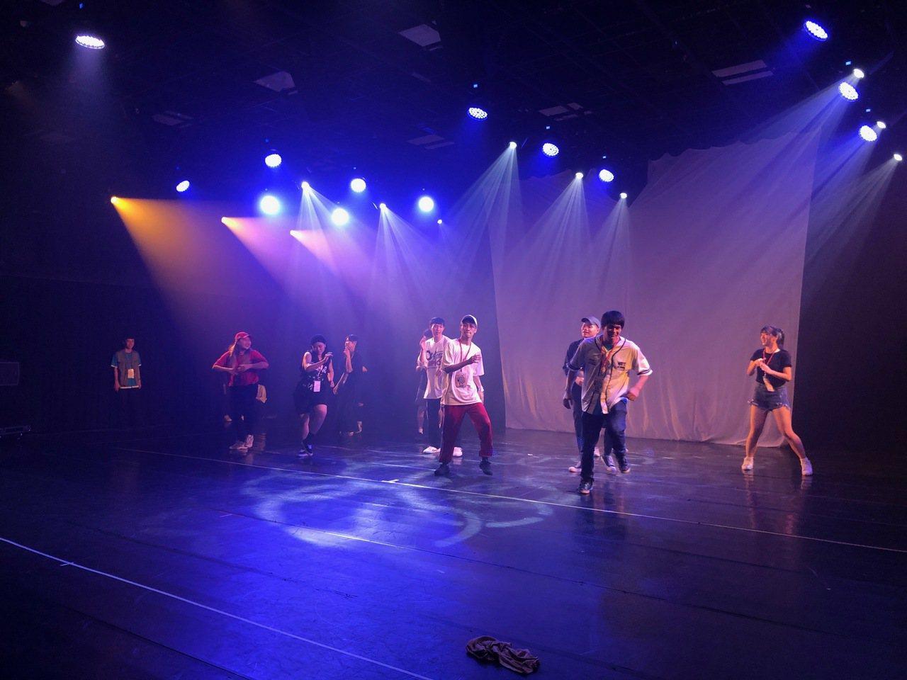 玄奘大學影劇藝術學系與台灣動態藝術協會、中華流行創意舞蹈協會首次共同合作,導入台...