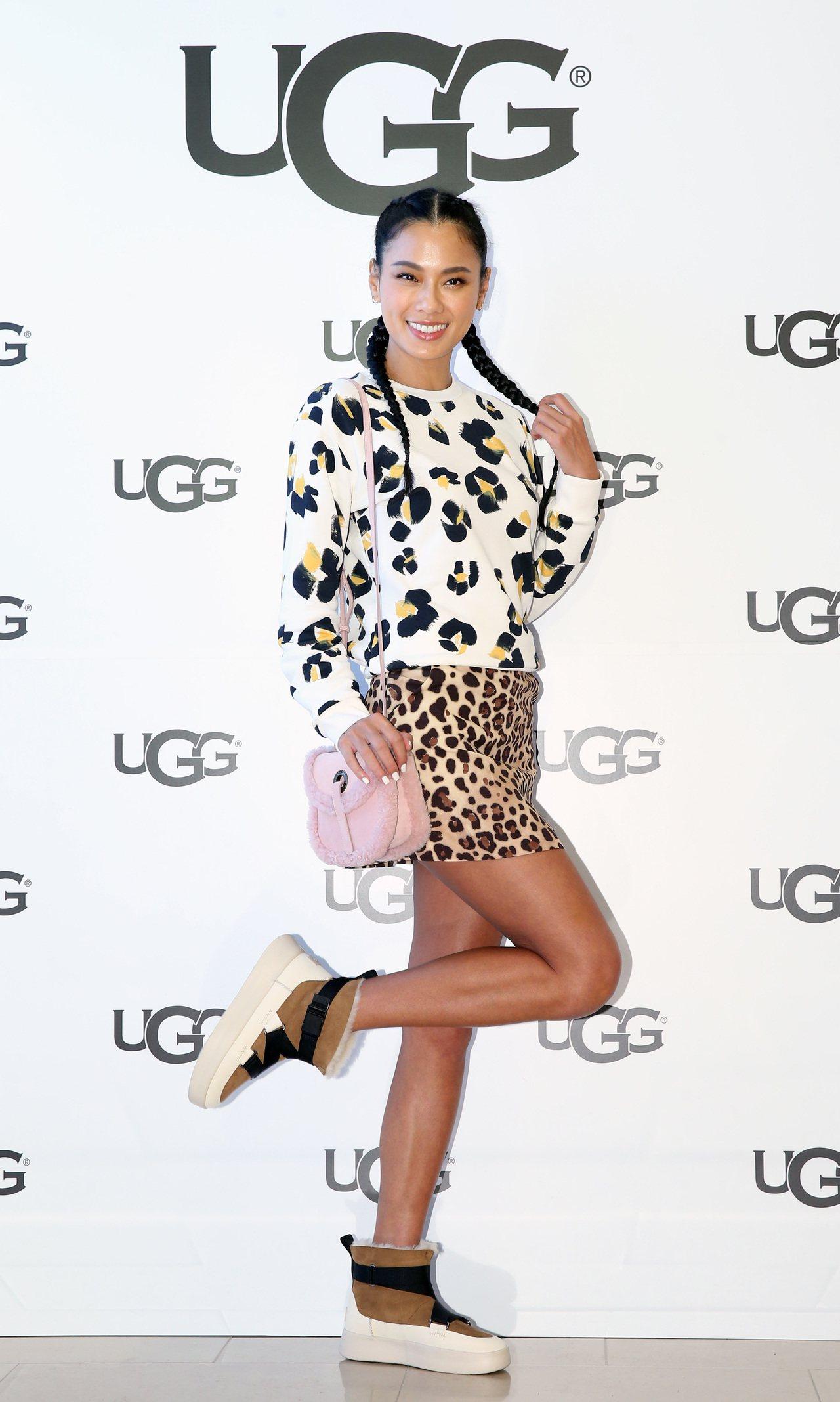 王麗雅穿Paul Smith豹紋衛衣、be Blumarine豹紋短裙,搭配UG...
