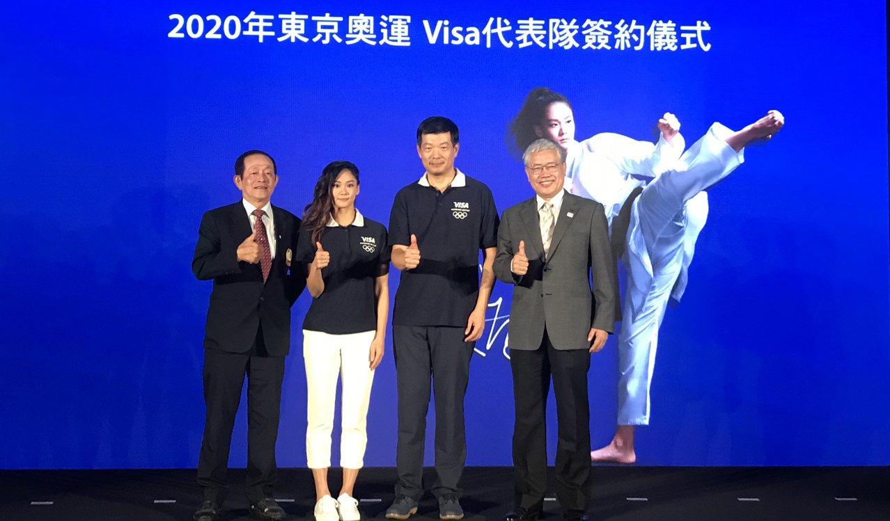 文姿云(左2)在東京公開賽摘銀擺脫低潮,接下來將放眼東奧備戰。記者劉肇育/攝影