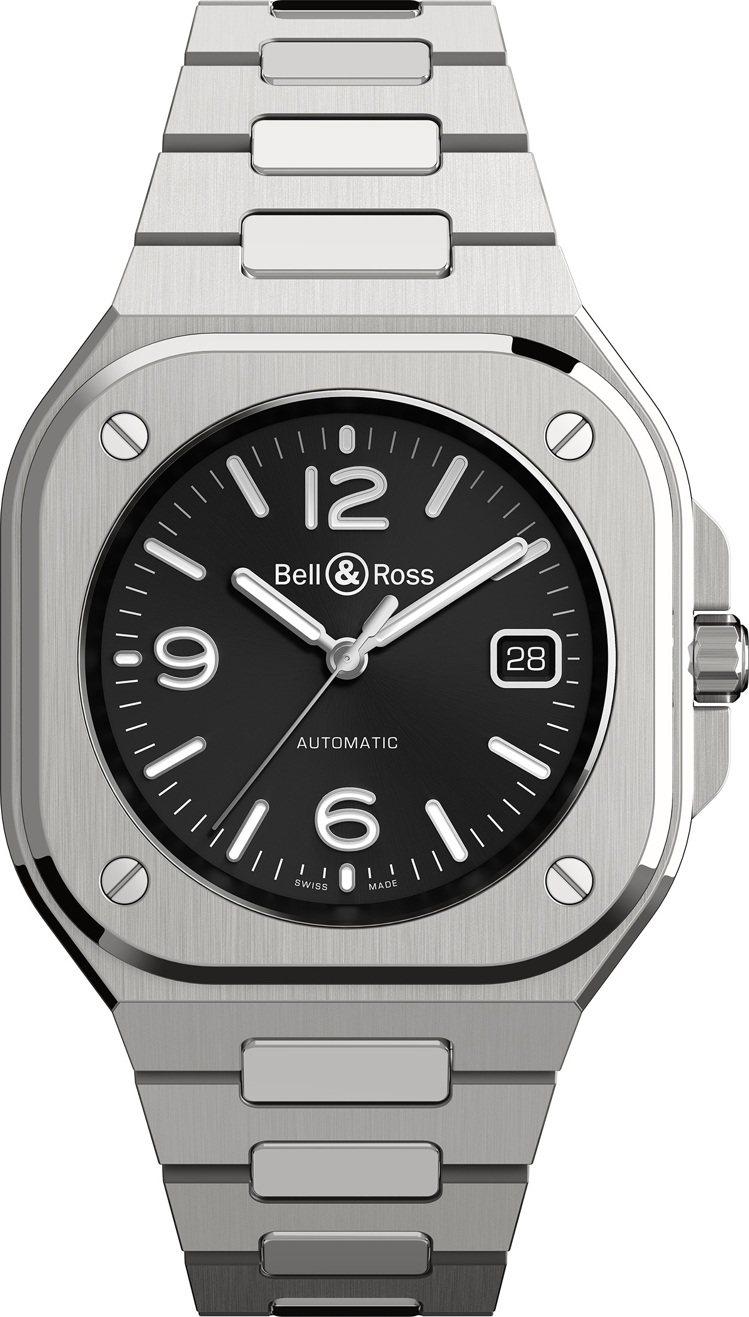BR05 Black Steel自動上鍊腕表搭配不鏽鋼鍊帶,16萬8,000元。...